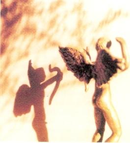 Προμετωπίδα φωτογραφία της Ιουλίτας Ηλιοπούλου για δυτικά της λύπης_1995